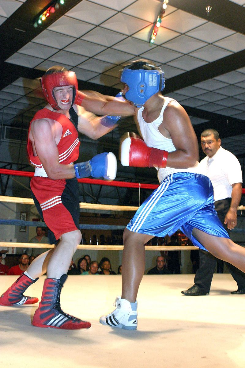 Source: https://commons.wikimedia.org/wiki/Boxing#/media/File:Ouch-boxing-footwork.jpg
